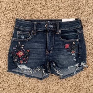 AEO Embroidered Jean Shorts *Size 4*